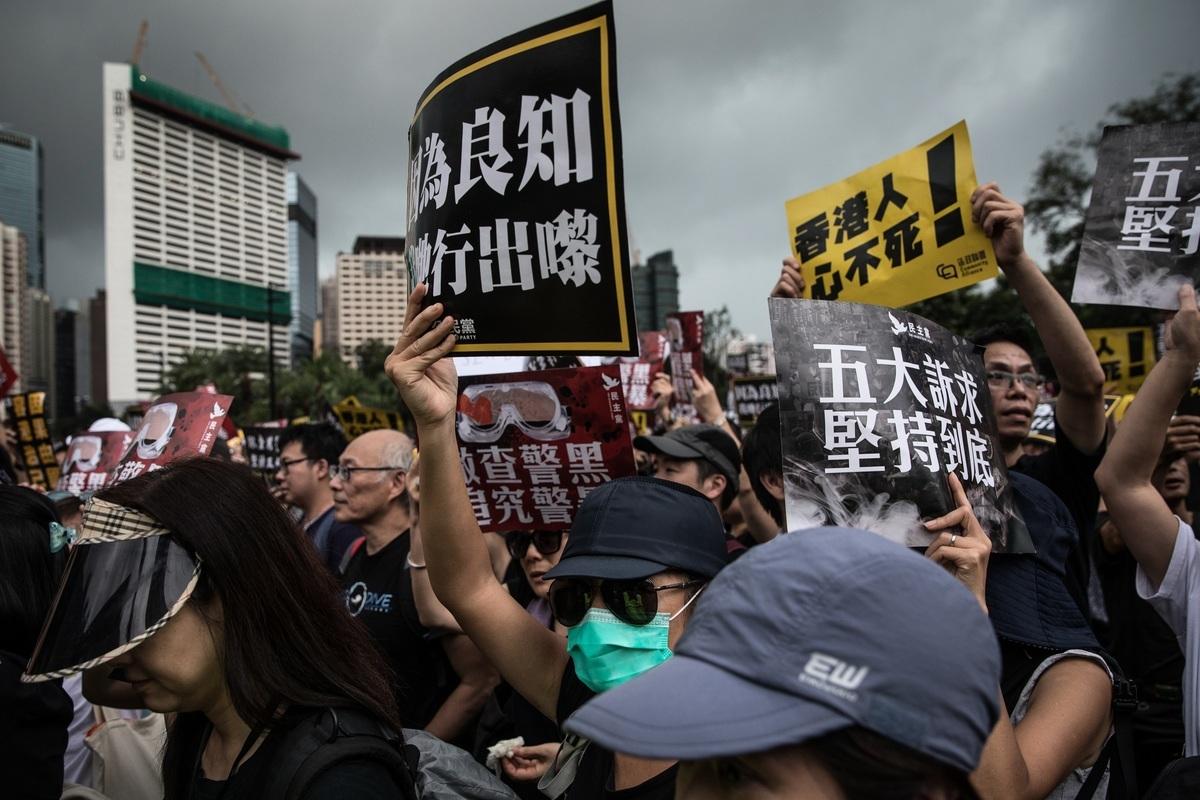 「反送中」引發的香港民主抗爭,獲得了世界民主國家的聲援。而中共卻通過西方社交媒體試圖左右世界輿論,抹黑香港的抗爭民眾。(Chris McGrath/Getty Images)