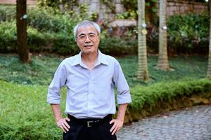 專訪「香江第一健筆」練乙錚:香港的「病灶」與「解藥」