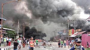 抗議學生被捕 印尼巴布亞示威者各處縱火