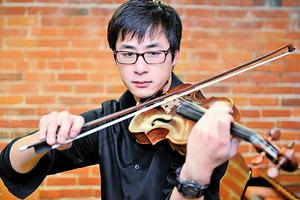 用琴聲撫平移民坎坷路 記青年小提琴演奏家陳威爾