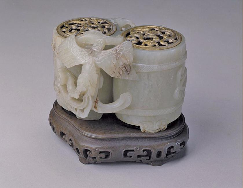 青玉合卺杯,台北故宮博物院藏。(公有領域)