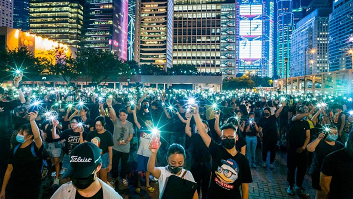 香港反送中運動持續,中學生8月22日在香港愛丁堡廣場參加集會。(ANTHONY WALLACE/AFP/Getty Images)