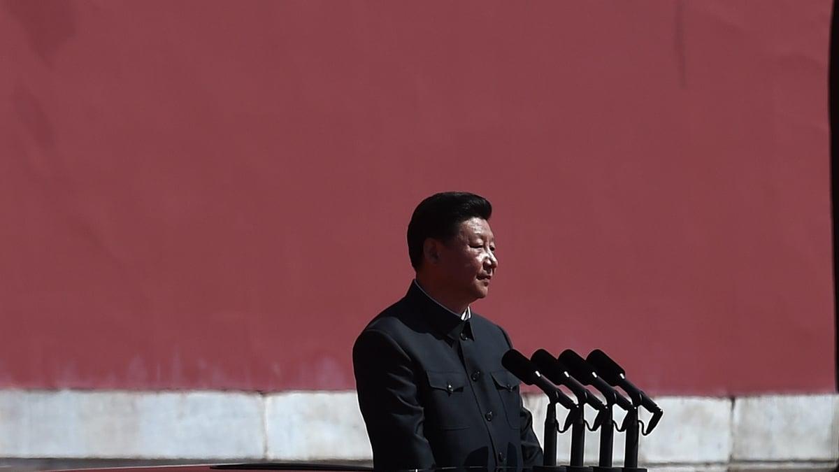 隱身多日的習近平日前亮相甘肅,黨媒影片顯示,圍觀人群中高呼「習萬歲」,同時黨媒又刊出有關終身制的文章,被認為對習「突施冷箭」。示意圖(WANG ZHAO/AFP/Getty Images)