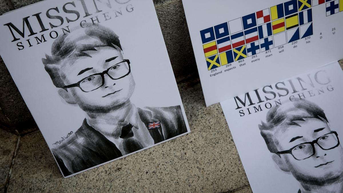 圖為8月21日,香港活動人士所製作的印有鄭文傑肖像的看板。(Chris McGrath/Getty Images)