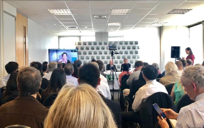 多名英國前外交官及英籍警官出席19日於倫敦舉辦的「香港:抗爭與責任」的座談會。(文沁/新唐人)