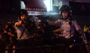 反送中荃灣遊行爆激烈衝突 港警認開「第一槍」