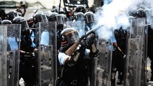 港警惹眾怒「人人喊打」 多地興起「拖鞋革命」