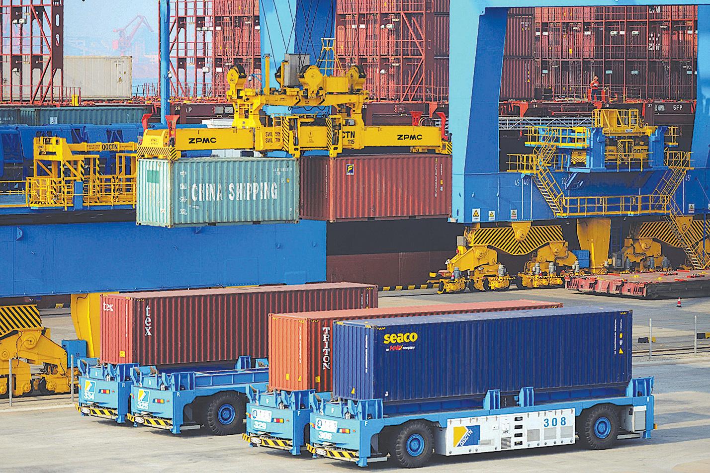 美國資深參議員格雷厄姆說,貿易戰目標是讓中共停止欺騙美國,並遵守世界上其他人所遵守的規則。圖為青島一港口。(Getty Images)