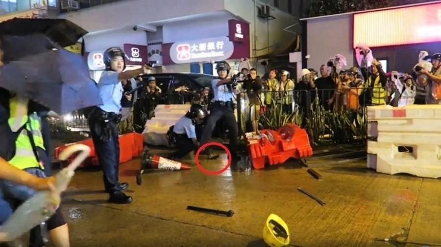 「暴徒威脅警察生命」是謊言?錄像揭港警開槍真相
