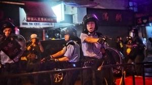 港警「打響第一槍」 反送中抗議直指中聯辦