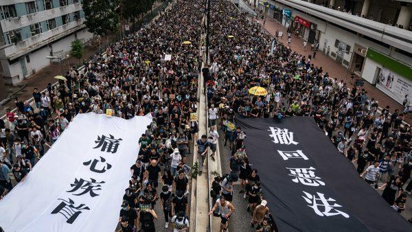 示威者的5大訴求包括: 撤回逃犯條例;取消暴動定性;永不追究示威者;獨立調查警方濫權濫暴;全面落實雙真普選。(Anthony Kwan/Getty Images)