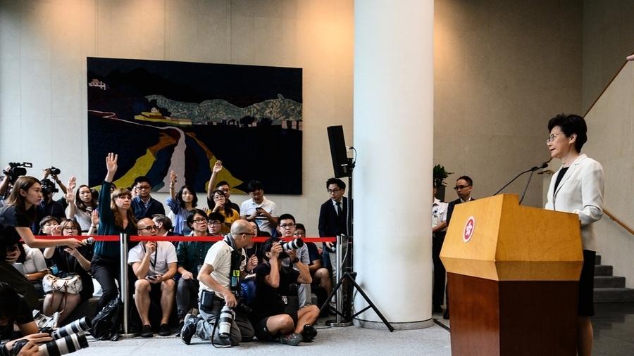 林鄭閉門會議:拒五大訴求 多抓人直到無人示威