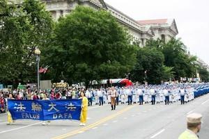法輪功第11次參加美首都獨立日遊行