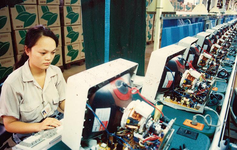 中國大陸的顯示器代工廠面臨加關稅重壓,必須做出去留選擇。(大紀元資料室)