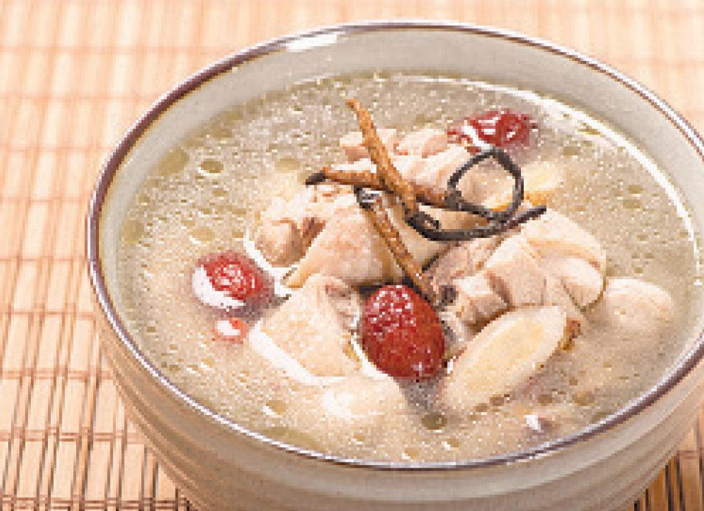 紅棗燉湯,美味又健康。
