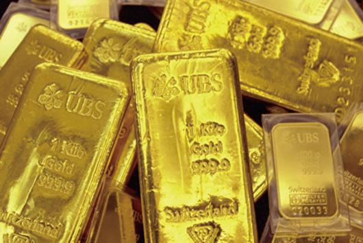 大陸經濟下滑,人民幣貶值,民眾憂資產貶值,紛紛購買黃金以求保值。(Getty Images)