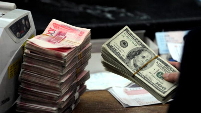 投資銀行美銀美林發表最新研究報告,預測今年底人民幣兌美元匯價將跌至7.5。(STR/AFP/Getty Images)