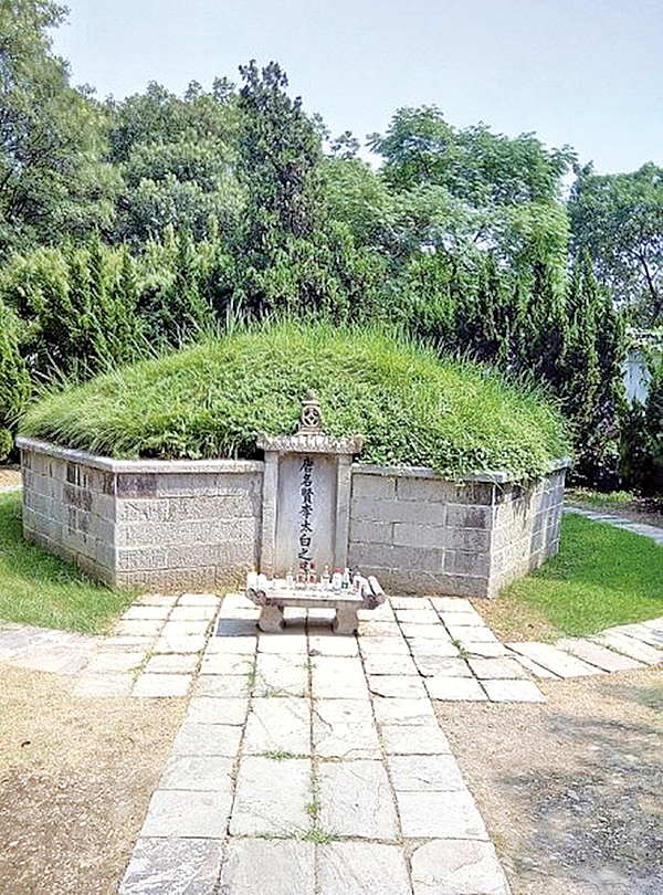 李白墓(Sancho Zheng/wikipedia)