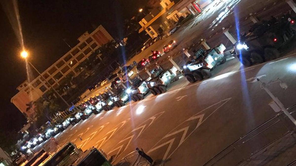 29日凌晨,香港多區民眾拍到大批中共軍車在街頭結集的鏡頭。(網絡圖片)