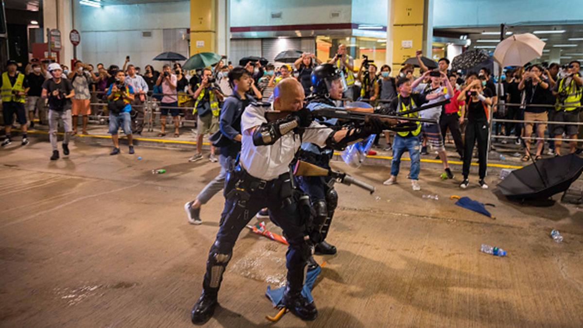 曾手持長槍瞄準民眾的「光頭警長」,受邀前往北京出席「十一」相關活動。 (Billy H.C. Kwok/Getty Images)