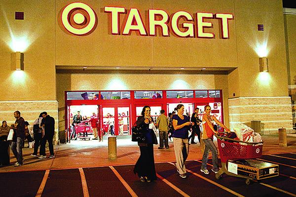 中美貿易戰越演越烈,但塔吉特的股價卻在8月大漲23%,成為另類的貿易戰避風港。圖為塔吉特(Target)商場。(NTD影片截圖)