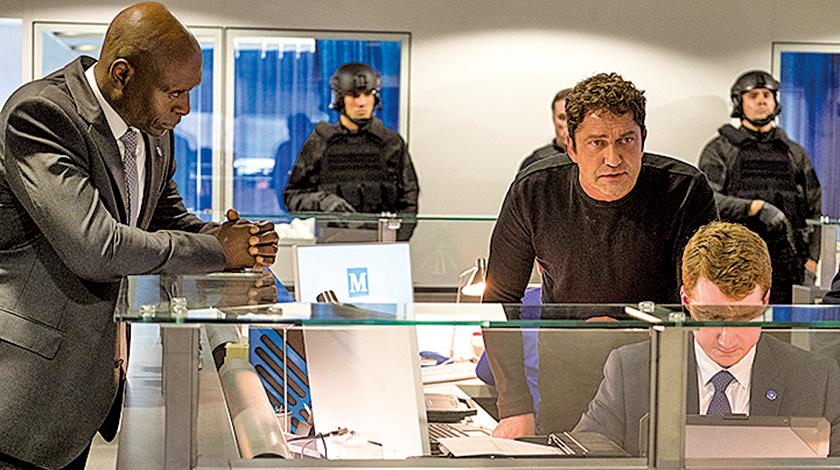 男主角麥克班寧(前右一)有望被總統提拔為新一任特勤局長。左一為現任局長。