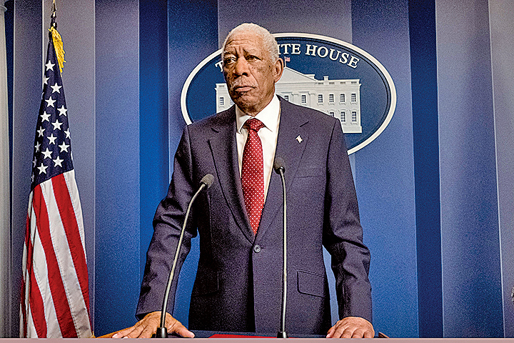 摩根費曼飾演美國總統。