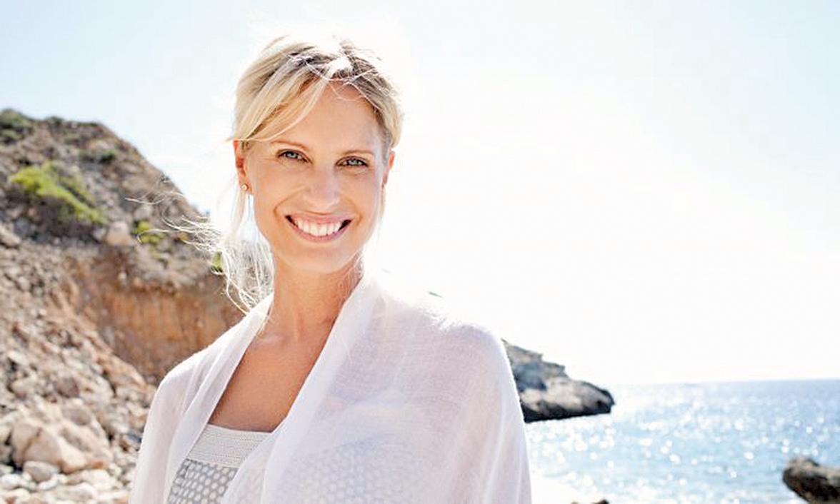 笑會釋放內啡肽,它是一種讓人感覺良好並能緩解疼痛的激素。笑也有利於心臟健康,可以通過降低血壓,增加血液循環和攝入氧氣,同時改善血管功能。(MJTH/Shutterstock)