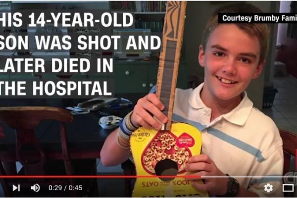 美國佛羅里達州一名父親7月3日在一家射擊場練習射擊,卻意外誤射站在身後的14歲兒子。(Youtube截圖)