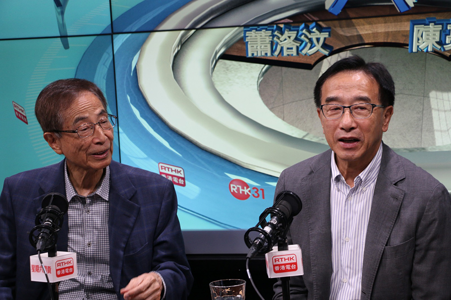 昨天立法會議員鄭松泰、區諾軒及譚文豪被捕,田北俊(右)、李柱銘(左)今日(31日)在香港電台《星期六問責》上談8.31前被拘捕人士。(葉依帆 / 大紀元)
