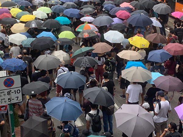 港人8月31日發起不同形式的活動,繼續抗議。圖為基督徒發起在灣仔修頓球場為香港罪人林鄭月娥祈福大遊行。(駱亞/大紀元)