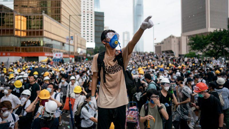 主題「為香港罪人祈禱」集會剛開始,現場就有數千人。他們高叫「香港人加油」和「5大訴求,缺一不可」等口號。示意圖(Anthony Kwan/Getty Images)
