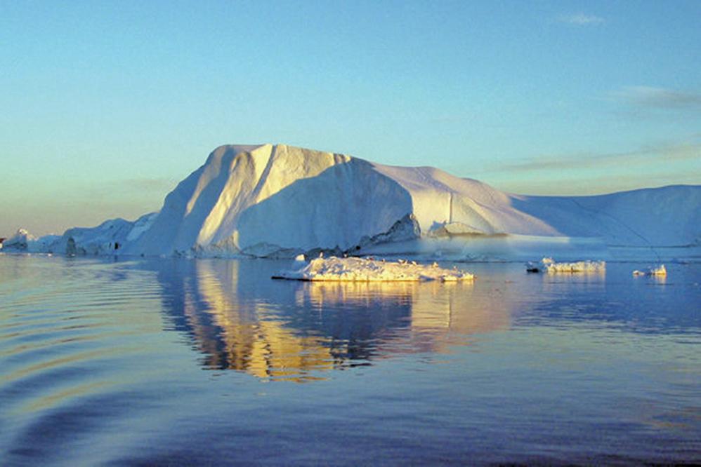 NASA的科學家準備在海中放置探測器,調查海洋暖化如何加速格陵蘭融冰,並引發海水上升。圖為格陵蘭冰川。(Sean Gallup/Getty Images)