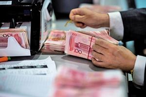 人民幣兌美元貶3.63%  25年最大跌幅