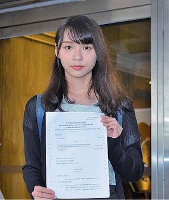 周庭去年5月入稟法院提出選舉呈請,法官昨日頒下判詞,裁定她勝訴。(張潔/大紀元)