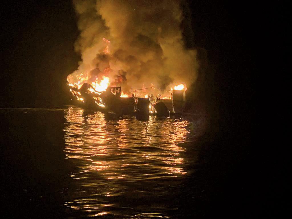 周一(9月1日)凌晨,名為「概念」的潛水遊艇在加州聖克魯茲島附近起火沉沒。(Getty Images)
