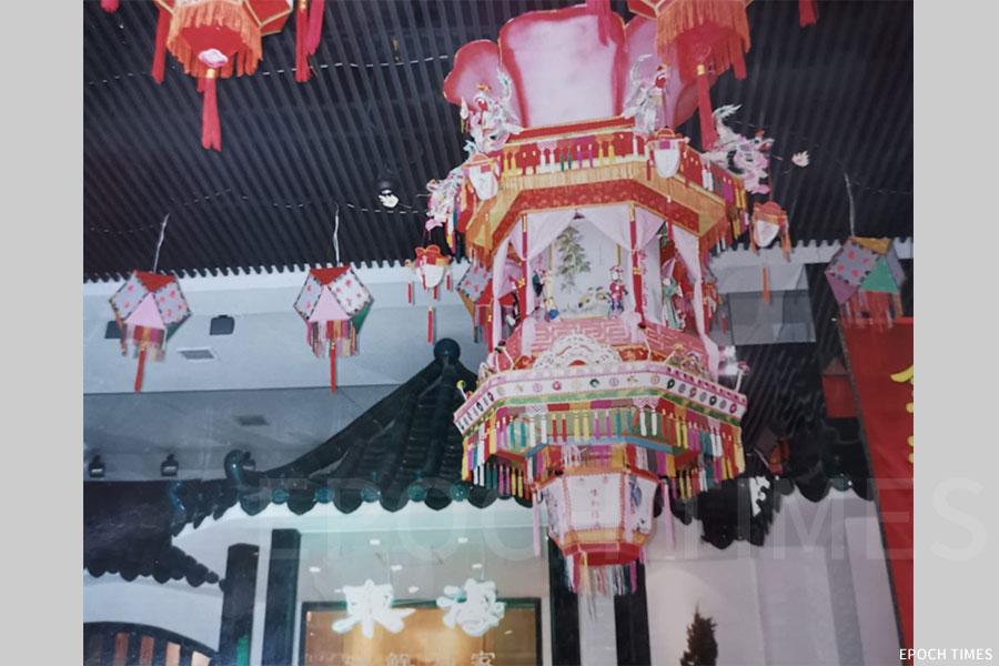 90年代灣仔東海酒樓燈飾。(受訪者提供)
