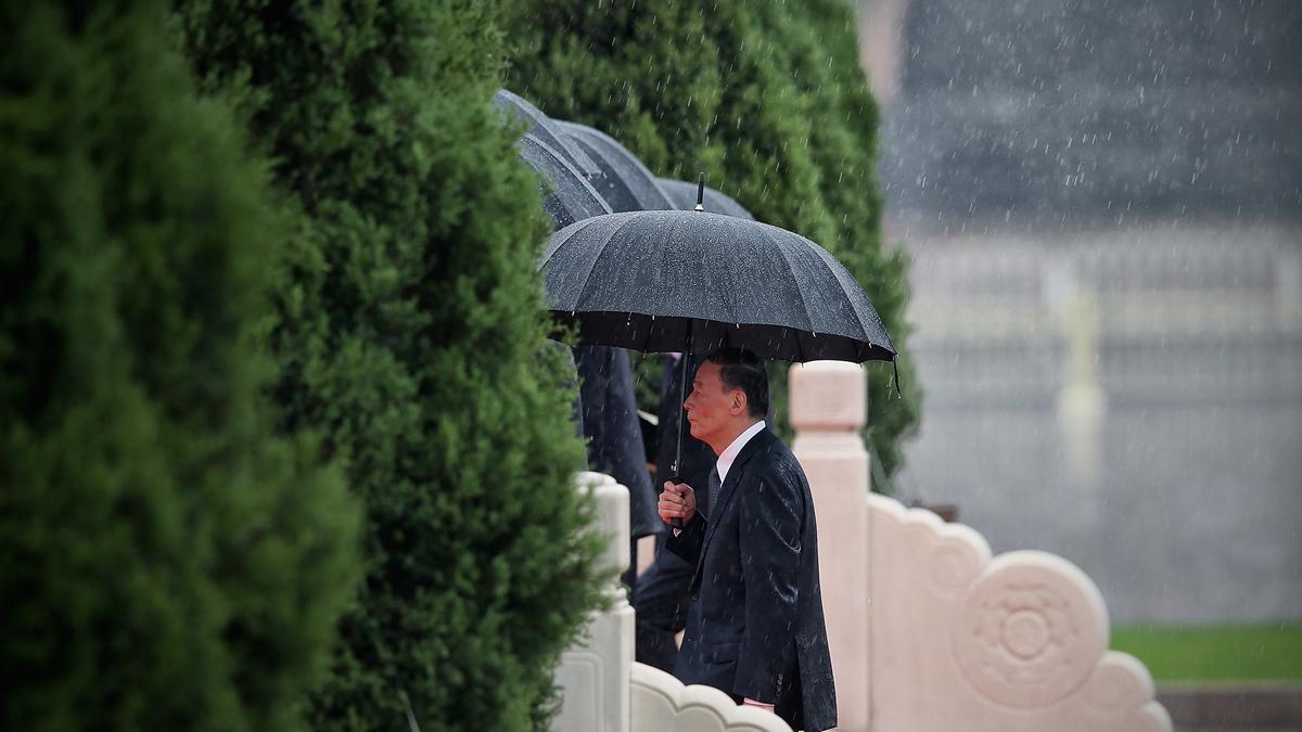 香港緊張局勢再度升級之際,黨媒報道王岐山在廣東調研。( Feng Li/Getty Images)
