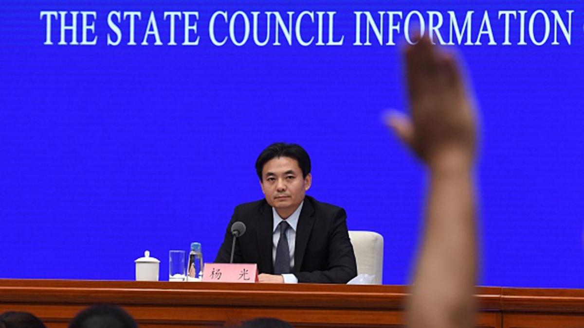9月3日,中共港澳辦發言人楊光在新聞發佈會上說香港局勢「複雜嚴峻」,並使用了「恐怖主義」、「恐怖主義苗頭」、「顏色革命」等字眼。(GREG BAKER/AFP/Getty Images)