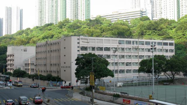 香港聖安當女書院推出「學生操行評分制」,引發學生反彈。(維基百科)