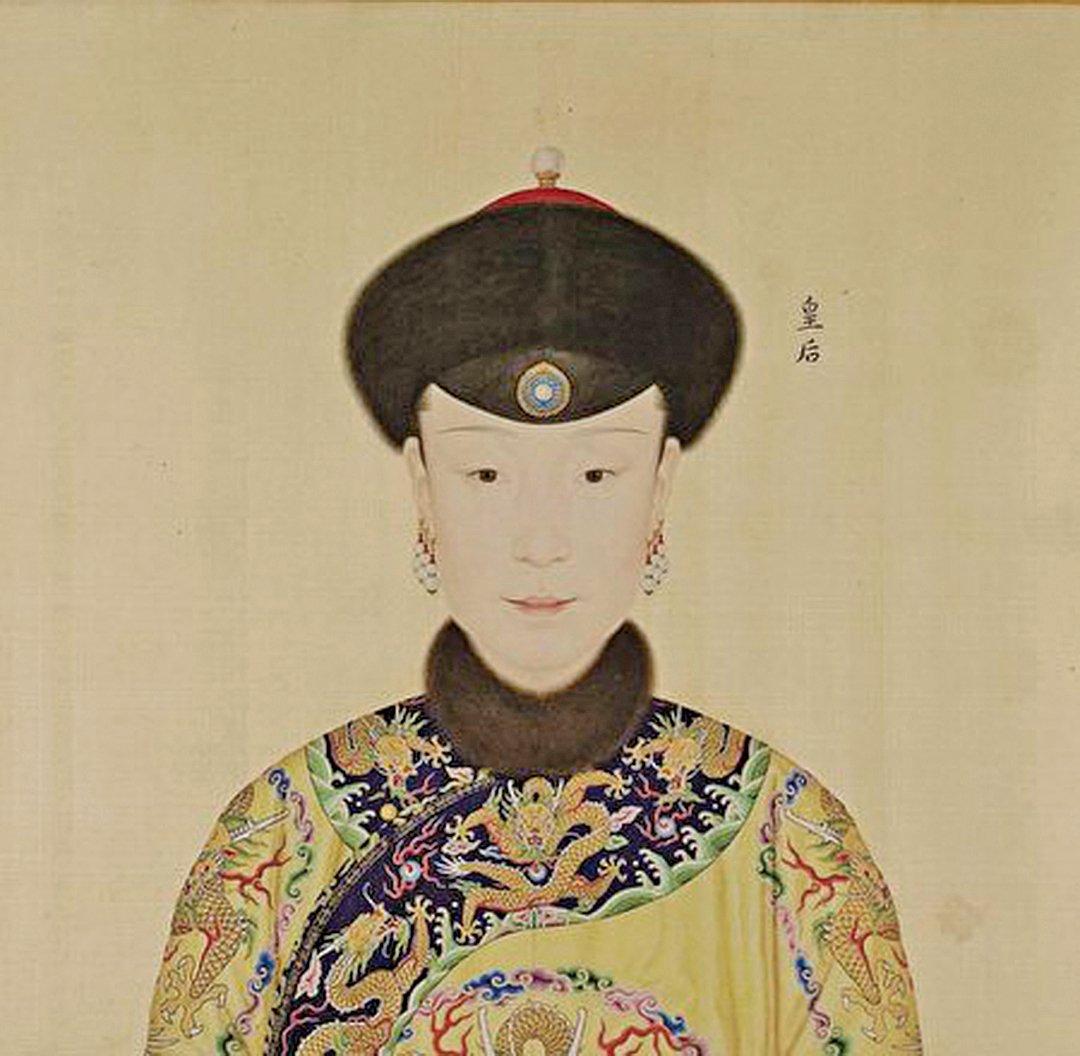 [清]郎世寧《心寫治平》圖(又稱《乾隆帝后妃嬪圖卷》)中的皇后富察氏像。(公有領域)