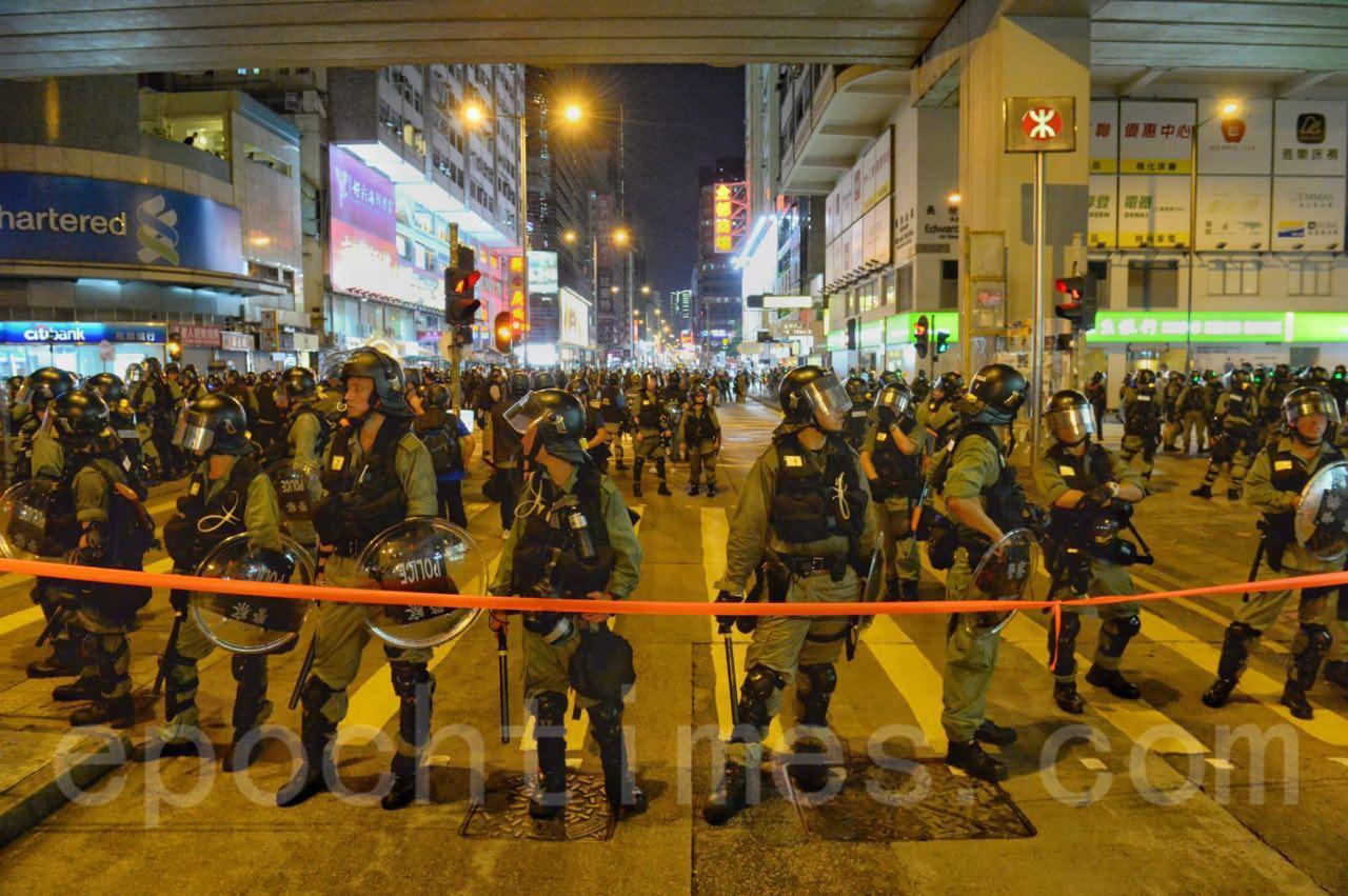 7日晚9時左右,警方在旺角,太子站,深水埗一帶進行清場。(宋碧龍/大紀元)