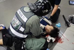 【9.7反送中】頭被打破淌出血漿 學生大埔墟站遭港警群毆