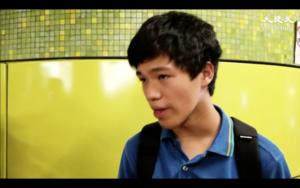 【9.8美領館】一中學學生灣仔站遭扣查後要求警方出示「委任證」警察搪塞