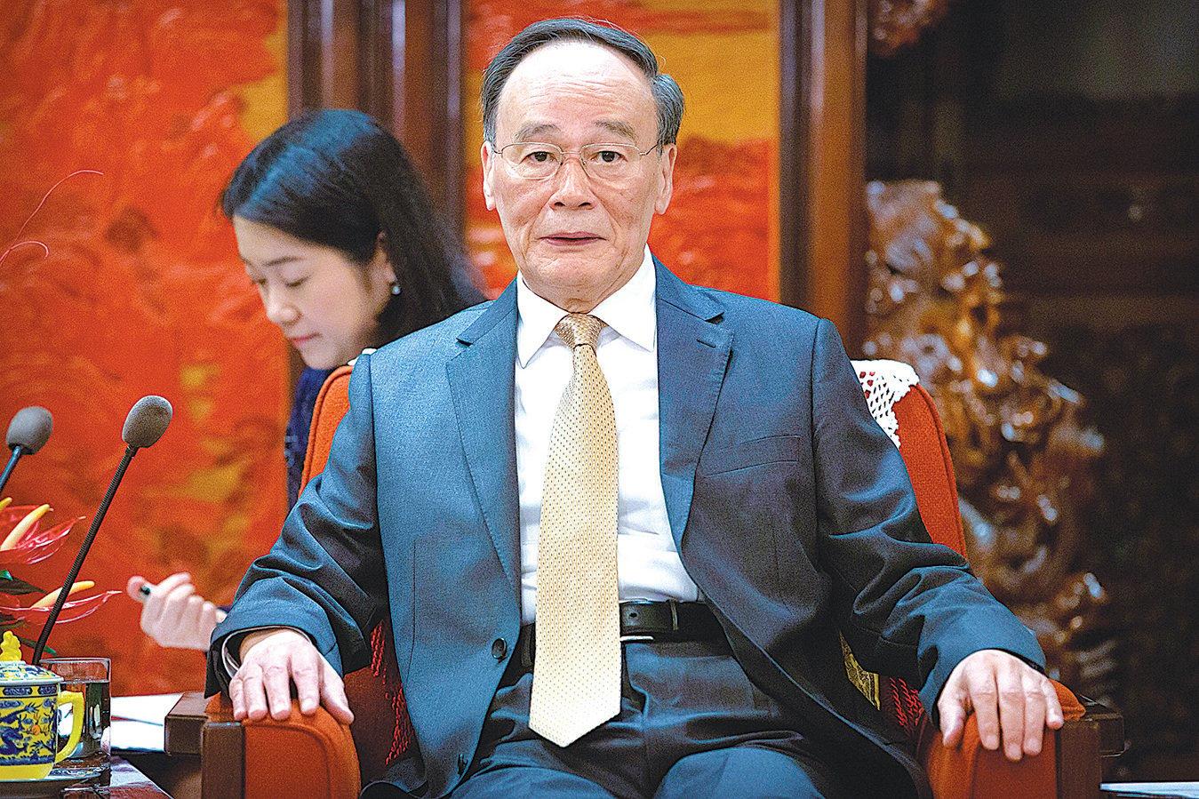 香港「反送中」衝擊中共獨裁統治根基,外界認為近期到廣東「調研」的王岐山再次扮演中共「滅火隊長」的角色。(AFP)