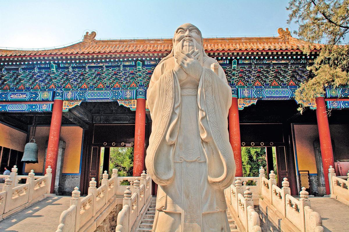 公元1313年,元仁宗為整頓吏治,主張推行漢化的「以儒治國」,下詔恢復科舉。圖為北京孔廟。(Shutterstock)