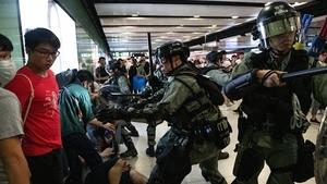 港警拒「太平紳士」探監 議員記者照樣抓