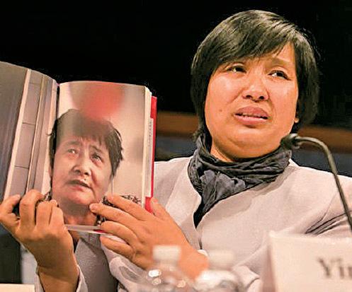 尹麗萍在聽證會上講述她在瀋陽「黑監獄」遭受群體性侵害的恐怖經歷。(李莎/大紀元)