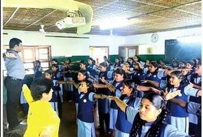 法輪功在印度南部班加羅爾市學校中洪傳