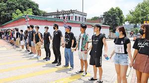 綿延幾公里 場面震撼 港兩大學組「城浸之路人鏈」